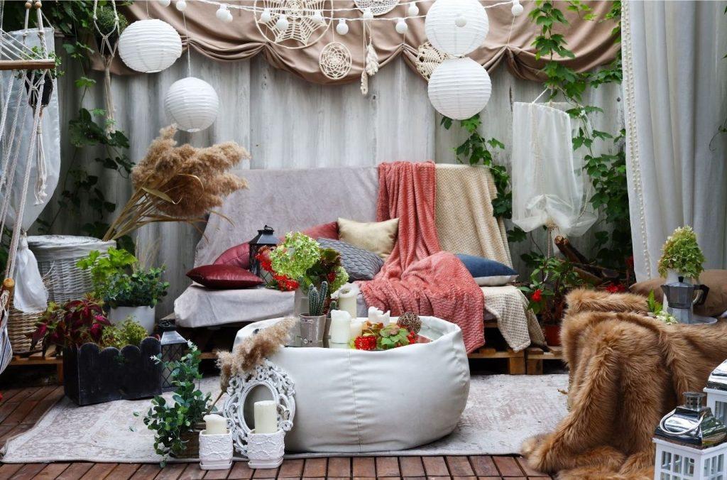 summer-house-ideas-small-sofa