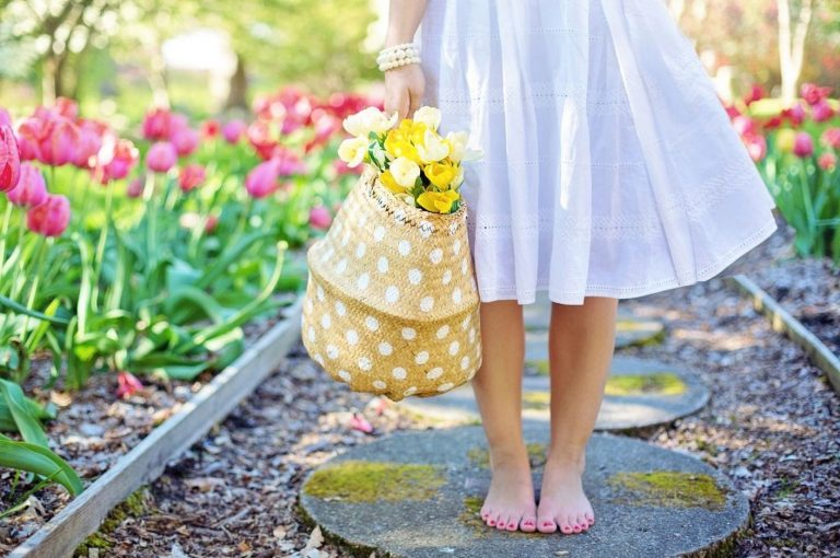 Spring-time-woman-flowere